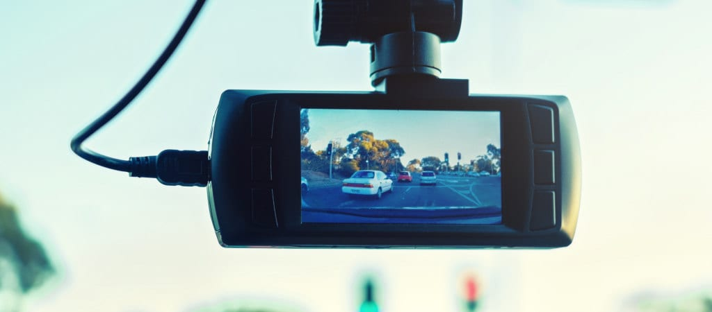 Pros and Cons of Truck Dashboard Cameras